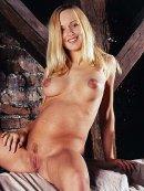 Gorąca blondyna przed obiektywem